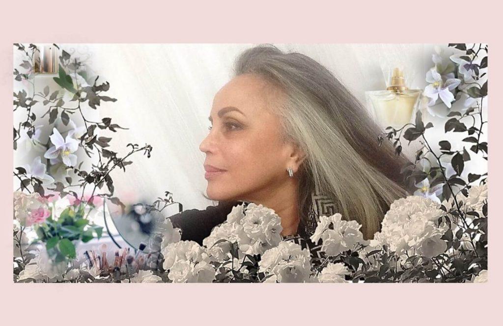 24 טיפים לשמירה על העור בקיץ. תמונת פרופיל של חלי בן דויד עם רקע של פרחים ובשמים.