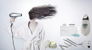 תמונה של אשה מייבשת שיער, כלי מניקור,מוצר טיפוח ומכשיר גלווניק ספא, קרם ומעגל ריסים.